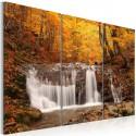 Obraz Wodospad wśród jesiennych drzew