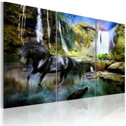 Obraz - Koń na tle błękitnego wodospadu